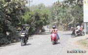 Jalanan Rusak Picu Berdebu, Ganggu Ekonomi Warga
