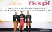 Gubernur Jateng Ngantor Pakai Busana Adat Makassar