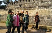 Ganjar Dampingi Raja Malaysia Piknik di Borobudur