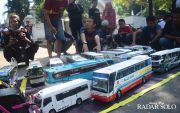 Mirip Aslinya, Harga Miniatur Bus Mencapai Jutaan