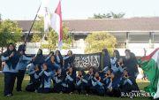 Viral, Siswa SMKN di Sragen Berpose Unyu Sambil Bawa Bendera HTI