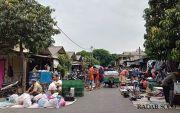 Pedagang Oprokan Pasar Klitikan Minta Kios Murah