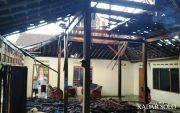 Gara-Gara Cucu Main Korek Api, Rumah Terbakar, Kakek Kena Luka Bakar