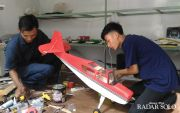 Pungki -Deni , Dua Sahabat Kolaborasi Ciptakan Pesawat Aeromodeling