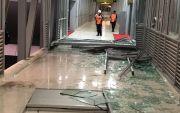 Hujan & Angin Kencang Porak Porandakan Kaca Skybridge Stasiun-Terminal
