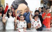 Gibran Daftar ke DPD PDIP Jateng Naik Bus, Diantar 1.000 Relawan