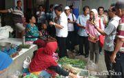 Pedagang Pasar Nguter Curhat ke Joko Paloma