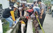 Kerja Bakti, Warga Tawangmangu Temukan Jasad Janin 9 Bulan di Selokan