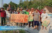 Petani Blokade Proyek Jembatan Ganefo di Sragen