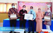 Dharma Wanita Persatuan UNS Bagikan 350 Paket Sembako