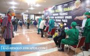 Ganjar Buka Sentra Vaksinasi Gradhika, Target Vaksin 1.000 Orang/Hari