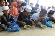 Lebaran, Wabup M Qosim Ajak Anak Yatim Makan Soto