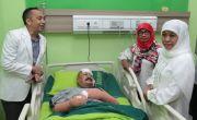 Jenguk Aiptu Agus di RS Bhayangkara, Khofifah Minta Perbanyak CCTV