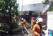 Bakar Sampah, Rumah Konveksi Ikut Terbakar, Pekerja Panik Semburat