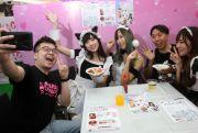 Candy Cure Maid Cafe, Menikmati Jajanan Sambil Curhat