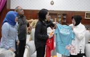 Minarti Timur dan Alan BK Sumbang Raket untuk Museum Olahraga Surabaya