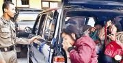 Razia Warkop di Raya Duduksampeyan, Tiga Pramusaji Diamankan