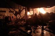 Sempat Terdengar Letusan, Pabrik Plastik Jemundo Hangus Terbakar