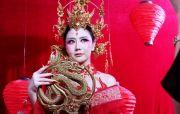 Busana Princess Mulan Sambut Tahun Tikus Logam