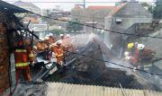 Diduga Korleting, Dua Rumah di Gembong Kapasari Ludes Dilalap Api