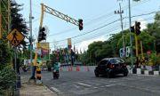 Lampu TL Jalan Wahidin Ditabrak Truk, Depan Masjid Agung-GKB Macet