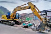 Halangan Akses Overpass Desa Wage, 16 Bangunan Liar Terpaksa Dibongkar