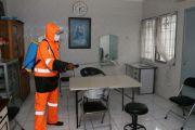 Sterilkan Ponpes dari Corona, Relawan Cak Machfud Semprot Disinfektan