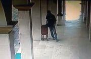Lagi, Maling Gondol Kotak Amal Masjid Terekam CCTV