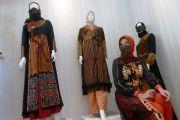 Inspirasi Busana Muslim dari Kain Tenun NTT