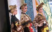 Busana Batik Berkarakter dengan Warna dan Gambar Wayang