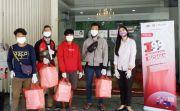 Bagikan 200 Kotak Makanan untuk Warga Isoman di Surabaya