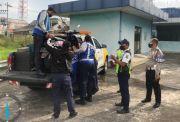 Nekat Masuk Tol Dupak, Emak-Emak Ditilang Polisi
