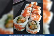 Cicipi Sushi Kombinasi Salmon dan Keju Bikin Nagih