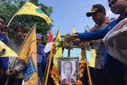 Gelar Aksi Tabur Bunga, Mahasiswa Datangi Polres Kota Blitar