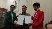 Tiga Pimpin DPRD Tandatangani  Tuntutan Mahasiswa
