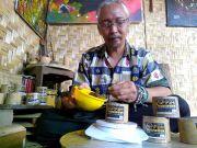 Seniman Lukis Tusuk Gigi yang Kembangkan Kopipahe Bungkus Bambu