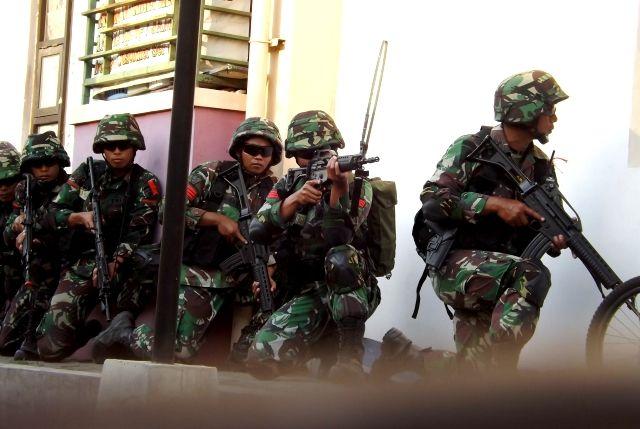 Bersenjata Lengkap, Prajurit Brigif 16/Wira Yudha 'Serbu' Rusunawa