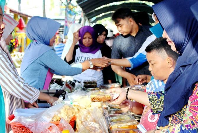 Bazar Takjil Jual Makanan Manis Dan Gurih